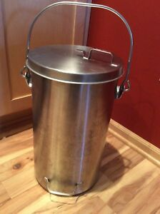Vollrath 59200 Stainless Steel Covered 20 Quart Ice Cream tote Pail