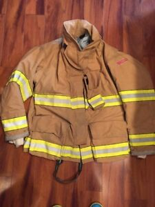 Firefighter Globe Turnout Bunker Coat 50x32 G xtreme Costume 2006 No Cut Out