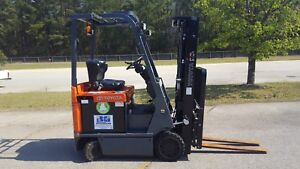 2 Avail 2013 Toyota 7fbcu15 Forklift Truck Includes Charger 2018 Battery