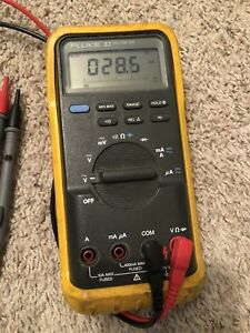 Fluke 83 Industrial Digital Multimeter