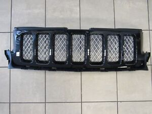 Jeep Grand Cherokee Front Grille Grill Black Frame W bright Mesh New Oem Mopar