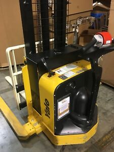 2017 Yale Walkie Stacker Walk Behind Forklift Straddle Lift Only 43 Hours