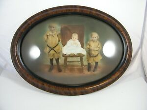 Vintage Oval Domed Frame With Family Picture 16 1 2 X 22 1 2