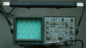 Hitachi V 1065 100mhz Oscilloscope W read out Calibrated Two Probes Power Cord