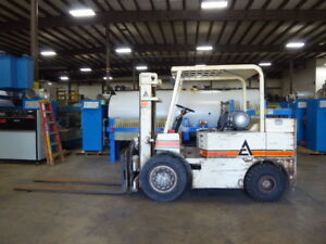 Allis Chalmers 8 000 Lb Capacity Propane Forklift fl2041