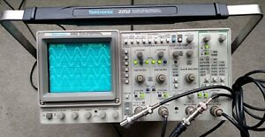 Tektronix 2252 Four Channel 100 Mhz Oscilloscope Counter And Timer Two Probes