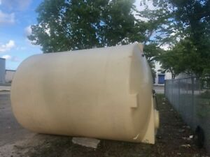 4200 Gallons Natural Color Coned Water Plastic Tank With Metal Stand Excellent