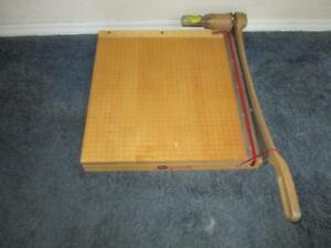Ingento 1142 Paper Cutter 16x15 Maple Base Excellent
