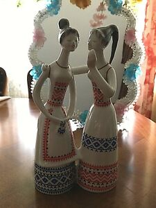 Hollohaza Hungarian Porcelain Figurine Of Pleasant Two Talking Women Kezzel Rest