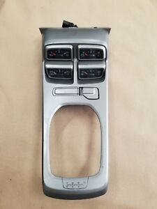 2010 2015 Chevrolet Camaro Ss Console Lid Trim 4 Gauges Gm Oem