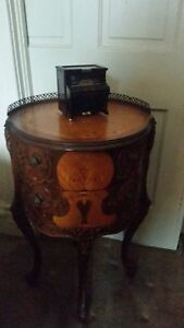 Antique 1930 S 1940 S French Inlaid 2 Drawer Side Table With Fretwork