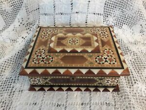 Vintage Spanish Lacquered Marquetry Inlaid Inlay Box Cards Jewels Display Nice