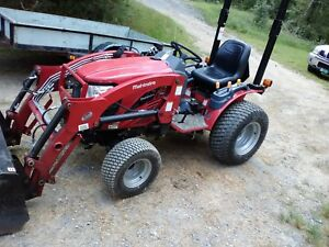 2016 Mahindra Loader backhoe Tractor Only 130hrs