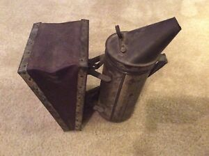 vintage Walter T Kelly Co Bee Keeper Fogger Smoker Bellows