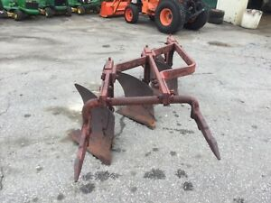 International Fast Hitch 3 Bottom Plow