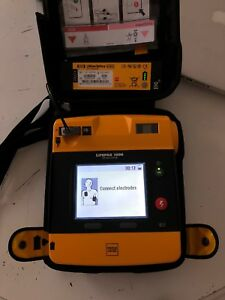 Lifepak 1000 Defibrillator W case Electrodes With Half Full And Full Battery