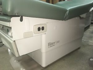 Midmark Ritter 223 Exam Table Hi lo Barrier Free