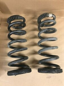 Sierra Silverado 1999 2007 Oem Replacement Stock Front Coil Springs V6 2wd Used