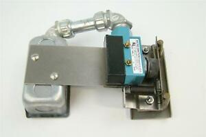 Hobart Table Limit Switch With Honeywell Microswitch Bze6 2rn s F17927a