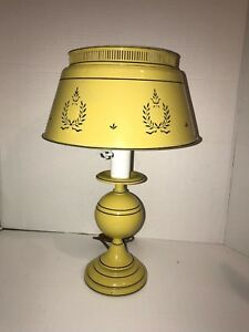 Vintage Mid Century Yellow Tole Desk Table Lamp Toleware