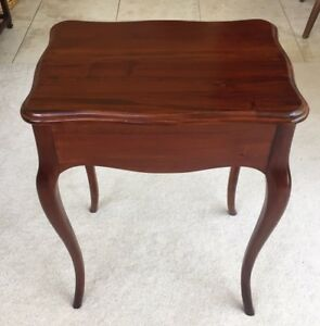 Vintage Mahogany Side End Hall Table W Beautifully Shaped Legs Top 21 Long
