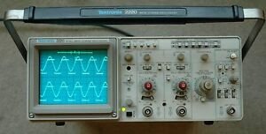 Tektronix 2220 60mhz Digital analog Oscilloscope Calibrated Two Probe Power Cord