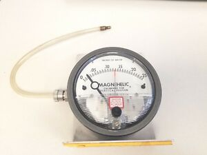 Dwyer 2000 00 c Magnehelic Pressure Gauge 0 25 Inches Of Water
