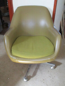Mid Century Modern Space Age Virco Avacado Green Barrel Desk Office Chair