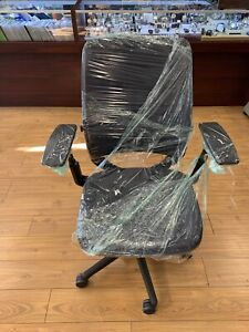 Steelcase Amia Chair 4 way Adjustable Arms Adjustable Lumbar Support