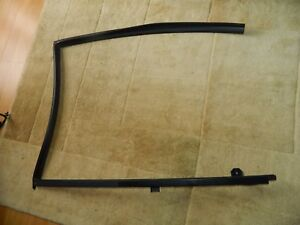 08 12 Nissan Versa Oem Right Rear Door Window Glass Run And Division Channel