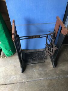 Vtg 1908 Antique Singer Treadle Sewing Machine Steel And Wood Oak Legs