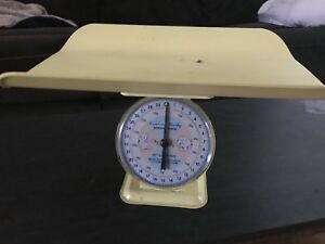 50 S Vintage American Family Nursery Scale Yellow Baby Scale
