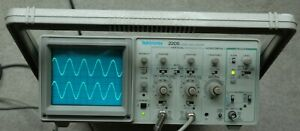 Tektronix 2205 20mhz Two Channel Oscilloscope Two Probes Power Cord Great