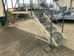 Industrial Crossover Steel Platform Gangway With 5 Stairs Has Handrails