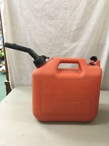 Nice Vintage Gas Can Wedco Plastic 2 1 2 Gallon Pull Out Spout Vented