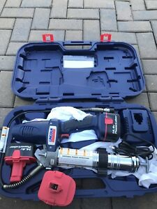 Lincoln 1400 Power Luber Grease Gun 14 4 Volts Case With 2 Batteries