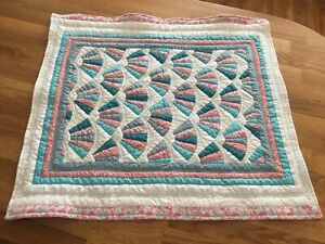 Small Beautiful Vintage Fan Pattern Reversable Quilt Blues White And Pinks