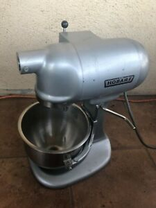 Hobart N 50 Commercial 5 qt 3 spd Mixer W bowls And Attachments Works Great