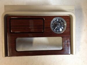 2003 2006 Cadillac Escalade Center Console Upper Trim W Clock 15087592 Oem