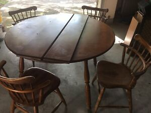 Set Of 4 Vintage S Bent Brothers Bros Colonial Windsor Chairs With Table