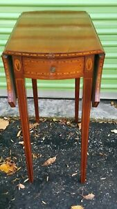 Federal Mahogany Inlaid Drop Side One Drawer Table
