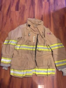 Firefighter Globe Turnout Bunker Coat 44x32 G xtreme 2008 No Cut Out