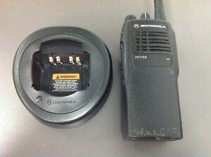 Motorola Ht750 Aah25kdc9aa3an 16 Ch Vhf 136 174 Mhz Htn9000c Charger