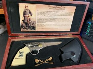 Robert E. Lee Pocket Pistol Shape Knife W Holster amp; Lapel Pin History Page Box $35.99