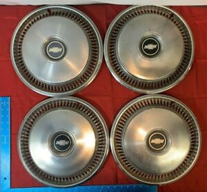 Vintage 1970 s Lot Of 4 Chevy Hub Caps Yt62