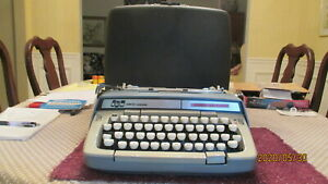 Vtg 60 s Smith corona Manual Classic 10 Green Portable Typewriter W case Works