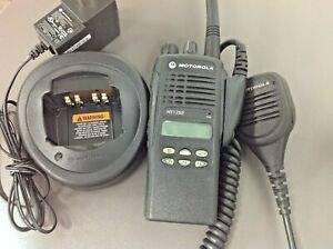 Motorola Ht1250 Aah25kdf9aa5an Charger Antenna Used Battery Mic Programming
