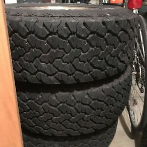 General Grabber At2 225 70 15 Four Rims And Tires