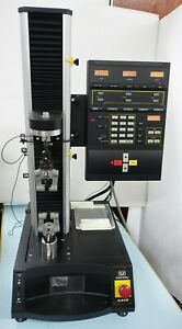 Instron 4442 Single column Tensile Compression Tester 500n powers Up