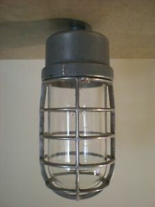 Crouse Hinds 200 Watt Va 1200 not Explosion Proof Industrial Light Fixture